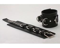 Подшитые чёрные наручники с пряжкой и 3 сварными D-кольцами