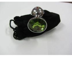 Серебристая анальная пробка среднего размера с зеленым кристаллом - 8 см.