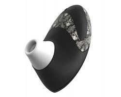 Чёрный вакуумный стимулятор клитора W500 Pro с черепушками на корпусе и 2 сменными насадками