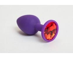 Фиолетовая силиконовая анальная пробка с красным стразом - 7,1 см.